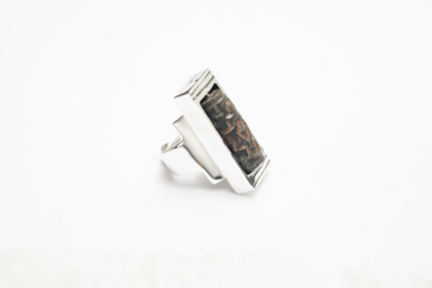 Anillo de plata 950 y cerámica giratoria|JoyeríadeEster Ventura| Compra arte en Flecha.es