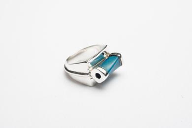 Anillo de plata 950 y cristal|JoyeríadeEster Ventura| Compra arte en Flecha.es