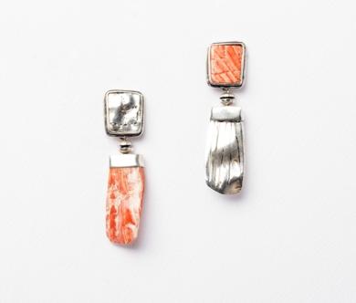 Pendientes de plata 950 y concha Spóndylus. Serie positivo negativo|JoyeríadeEster Ventura| Compra arte en Flecha.es