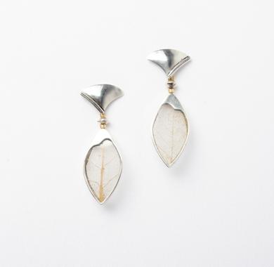 Pendientes de plata 950 y hojas|JoyeríadeEster Ventura| Compra arte en Flecha.es
