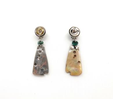 Pendientes de plata 950 y madre perla. Serie positivo negativo|JoyeríadeEster Ventura| Compra arte en Flecha.es