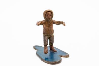 Niño y charco|EsculturadeAna Valenciano| Compra arte en Flecha.es