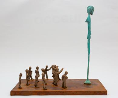 La multitud y la estatua|EsculturadeAna Valenciano| Compra arte en Flecha.es