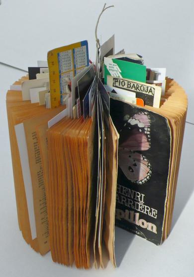 Lectura interrumpida.  Libro de artista|Obra gráficadeAna Valenciano| Compra arte en Flecha.es