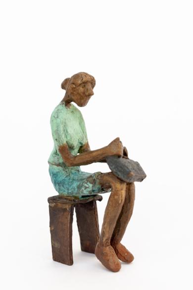 Espera llevar suficiente dinero.  Serie Los que esperan|EsculturadeAna Valenciano| Compra arte en Flecha.es