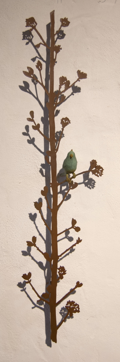 Rama vertical con pájaro|EsculturadeCharlotte Adde| Compra arte en Flecha.es