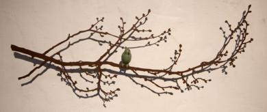 Rama con brotes pequeños y pájaro|EsculturadeCharlotte Adde| Compra arte en Flecha.es