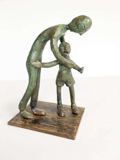 Consolar al que llora. Serie Infinitivos|EsculturadeAna Valenciano| Compra arte en Flecha.es