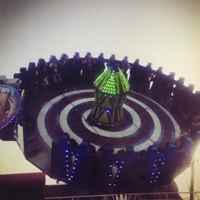 Spinning│HOPPINGS│Acid-free photo paper│Printed in the UK│Pine thick border│Original work|FotografíadeJHIH YU CHEN| Compra arte en Flecha.es