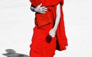 BUDDHIST ON THE BEACH|FotografíadeTommy Salas| Compra arte en Flecha.es