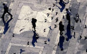 Piazza_Milano, Italia|FotografíadeAndy Sotiriou| Compra arte en Flecha.es