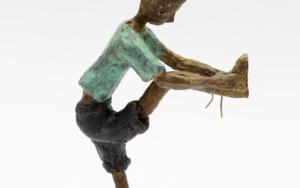 Atarse los malditos cordones|EsculturadeAna Valenciano| Compra arte en Flecha.es
