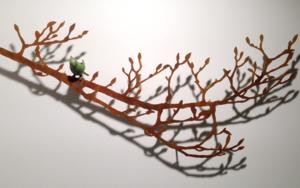 Rama con brotes y pájaro|EsculturadeCharlotte Adde| Compra arte en Flecha.es