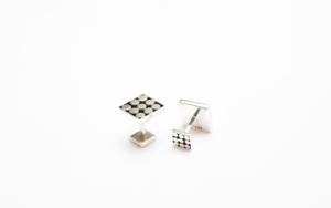 Gemelos de plata 950 cuadrados con puntos|JoyeríadeEster Ventura| Compra arte en Flecha.es
