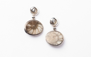 Pendientes de plata 950 y fósiles|JoyeríadeEster Ventura| Compra arte en Flecha.es