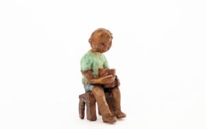 Espera que crezca la semilla que plantó.  Serie Los que esperan|EsculturadeAna Valenciano| Compra arte en Flecha.es