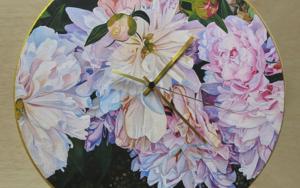 Reloj peonías luz de atardecer|FotografíadeCarmen Varela| Compra arte en Flecha.es