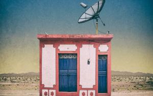 Blue door #06, Peru FotografíadeAndy Sotiriou  Compra arte en Flecha.es
