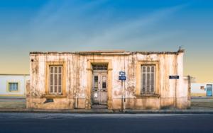 Lone building  30  :  Nicosia, Chipre.|DigitaldeAndy Sotiriou| Compra arte en Flecha.es