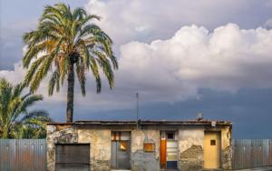 Lone building  22  :   Nicosia, Chipre|FotografíadeAndy Sotiriou| Compra arte en Flecha.es