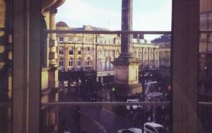 Newcastle city center│acid-free photo paper│printed in the UK│pine thick border│Original FotografíadeJHIH YU CHEN  Compra arte en Flecha.es