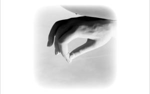 the hand|FotografíadeRoberto Valentino| Compra arte en Flecha.es
